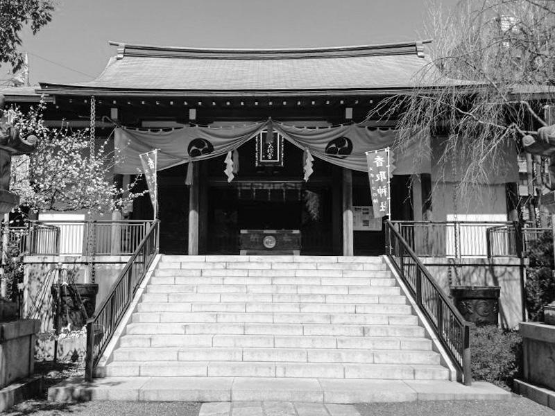 町の人々に愛される香取神社は、勝負の神様として有名です。